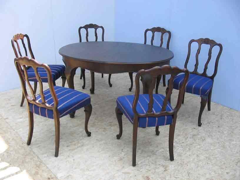 Antiker runder Esstisch mit 6 Stühlen